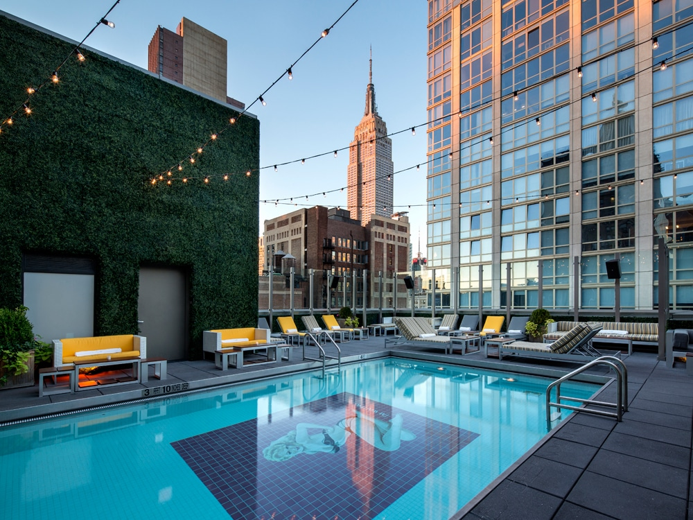 Hotels pools in nyc that give you access for the day for Ludlow hotels with swimming pool