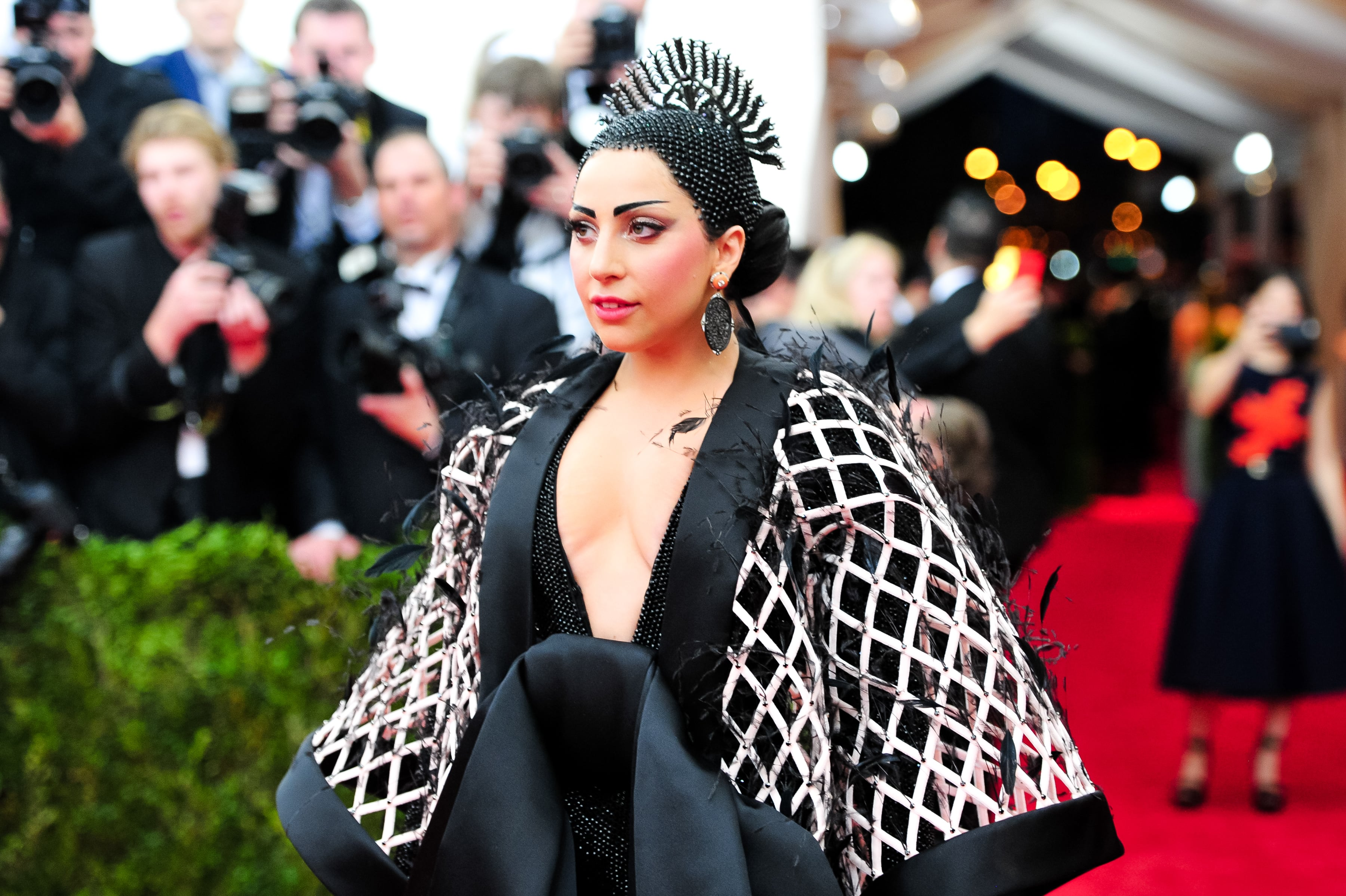 Lady_Gaga_wears_Balenciaga_at_Met_Gala_2018