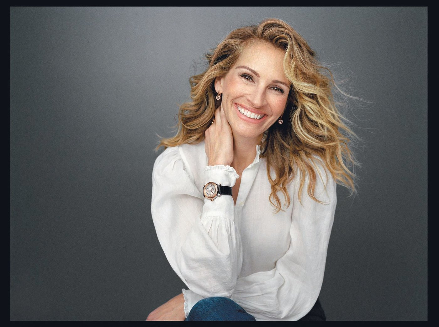 The Chopard Happy Diamonds campaign features Julia Roberts JULIA ROBERTS PORTRAIT ©SHAYNE LAVERDIÈRE, ART DIRECTOR: XAVIER DOLAN, STYLIST: ELIZABETH STEWART