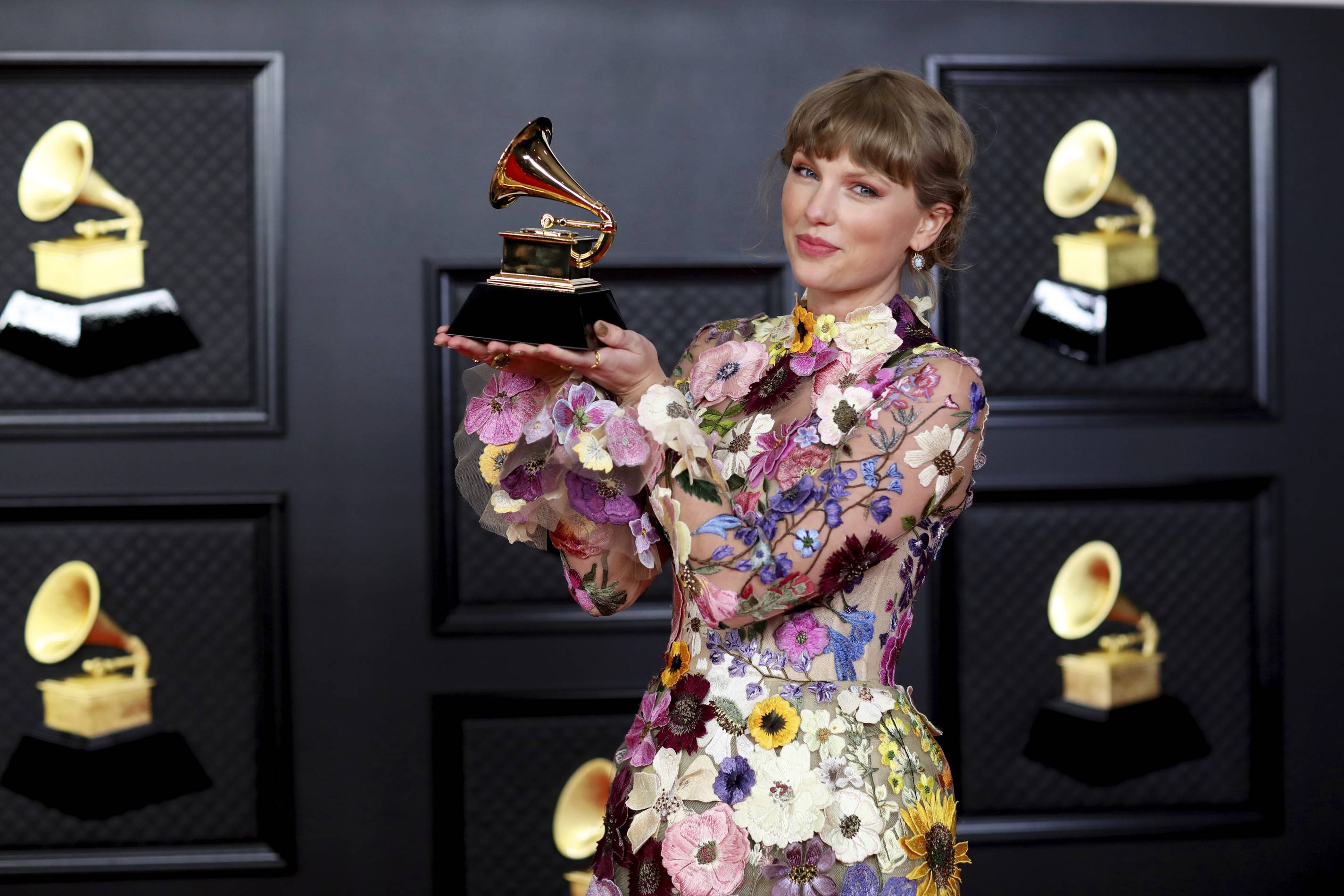 Taylor Swift wears Oscar de la Renta at the 2021 Grammys